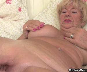 blonde amateur freundin saugt und fickt mit cumshot.