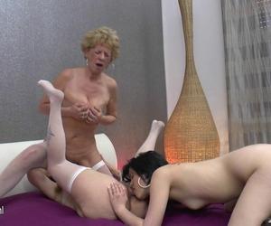Oma lesbischer Spaß heißes jugendlich