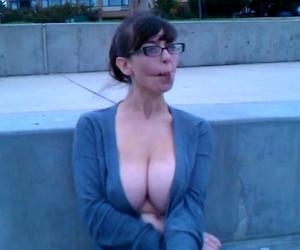 Lsterne Kayla Carrera an der Bar gefickt - pornohirschcom