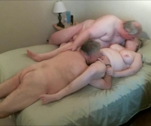 porno film kleine reife frau saugt frau und freund-porno