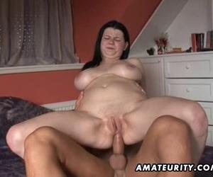 Amateur Freundin anal mit Handjob abspritzen