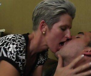 Reifen skinny Mutter fickt Ihren Sohn