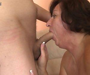 Reife Mutter fickt Ihren Sohn