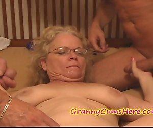 BÖSE Oma bekommt Sie FÜTTERTE CREAM PIE