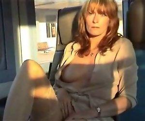 Amateur milf öffentlichkeit im Zug