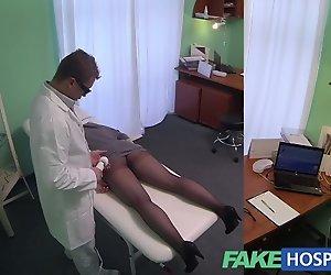 FakeHospital G-Punkt massage bekommt heiße Brünette nass
