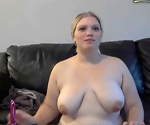 Mollige Frau spanked und masturbiert vor der webcam