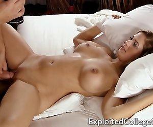 Big Tit Studentin Gefickt und Facialed