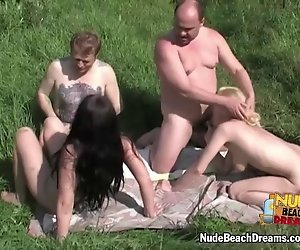 Hot nude beach swinger-Vierer