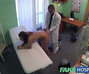 FakeHospital Wunderschöne junge pole Tänzerin mit heißen Körper