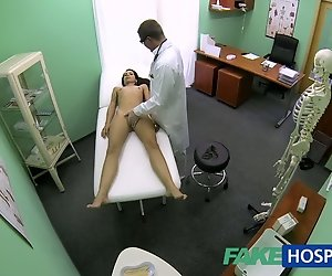 FakeHospital Slim skinny junger student cums in für check-up