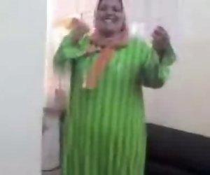 Arabische-Tunesischen Reife Zofe Hijab Schlampe Saugen Hahn