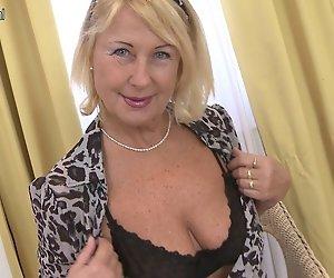Alt, aber so HEIßE blonde granny und Ihre nasse Fotze