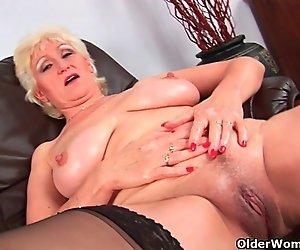 Oma mit dicken Titten finger fickt Ihre süße pussy gereift