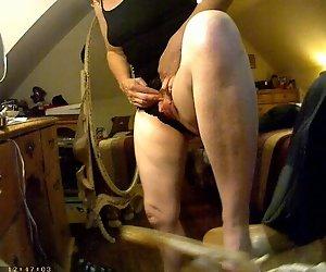 Zeigt Ihre großen Klitoris auf versteckte Kamera