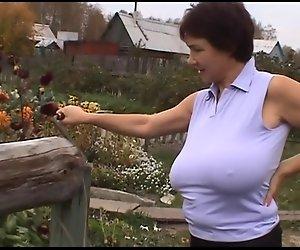 Russischen Riesen-Titten-MILF auf Ihrer Farm