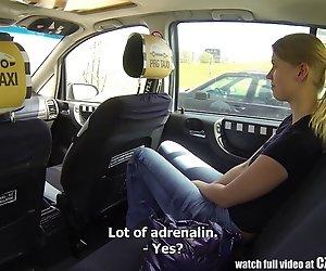Tschechische Taxi - Blonde Teen bekommt Fahrt Ihres LEBENS