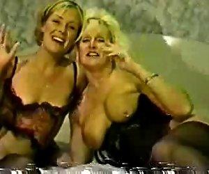 Ally ist sexy schwarze Strümpfe, die Ihre ersten BBC-creampie