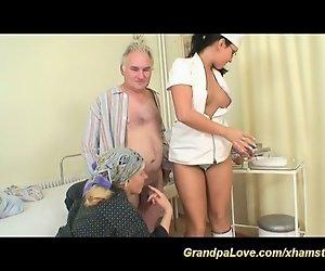 Opas Spaß mit sexy Krankenschwester