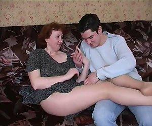 Russian mature mom-in-Strumpfhosen und Ihren Jungen! Amateur!
