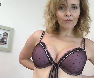 Verdammt Hot MILF / Reife Frauen spielen mit Ihren rockigen Körper