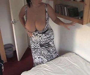 Macht Bett mit der boobs-out