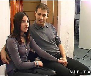 Junges Französisches paar, die sex in unserem Büro