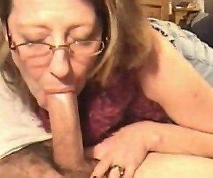 Milf Frau Deepthroat Und Sperma Schoss