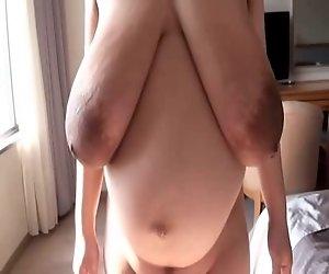 Luxuriöse große dunkle areolas Brustwarzen saggy schönen Titten