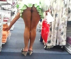 shoping upskirt ohne Höschen