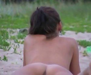 linda vagina de playa nudista(espia)