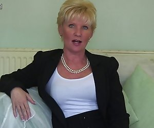 Classy mature lady Gefühl frech