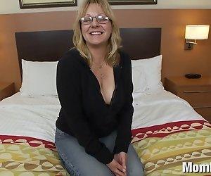 Alte Dame Amateure mit dicken Titten